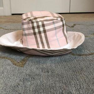 93634af2fb0 Burberry · Reversible Burberry bucket hat